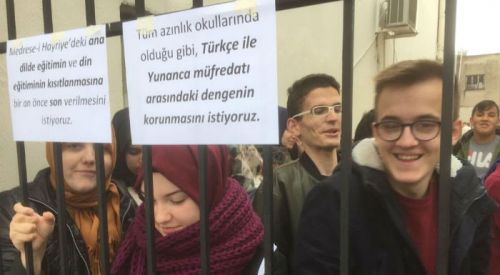 Gümülcine'de azınlık öğrencilerinden Türkçe ve din dersi protestosu