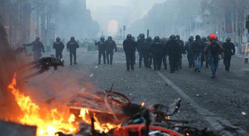 Fransa'daki protestolar ülke ekonomisini etkiledi