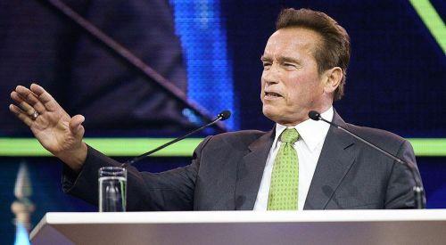 Arnold Schwarzenegger Trump için 'çatlak' tabirini kullandı