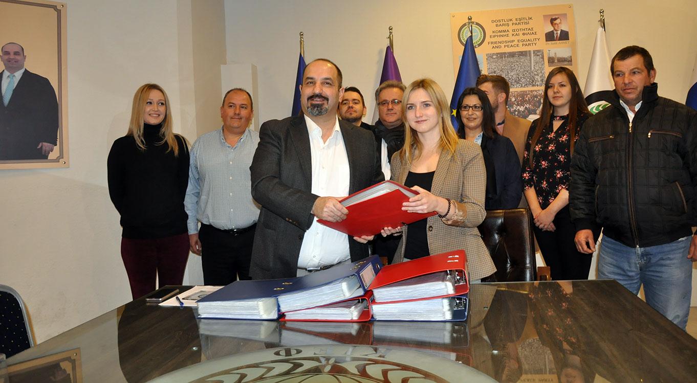 Batı Trakya Türklerinin hakları için toplanan binlerce imza Avrupa Parlamentosunda