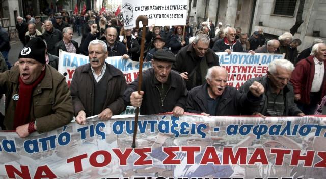 Emekliler maaş protestosu düzenledi
