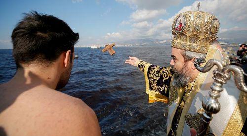 Rum Azınlığa özgürlük, Türk Azınlığa yasaklar