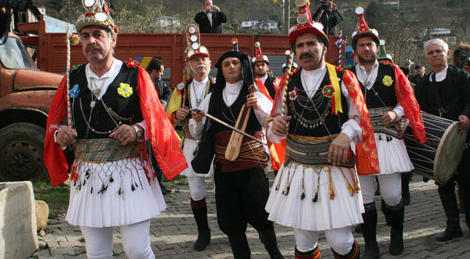 """Pontuslu Rumlar """"vatan"""" dedikleri Trabzon'da Kalandar'ı kutladı"""
