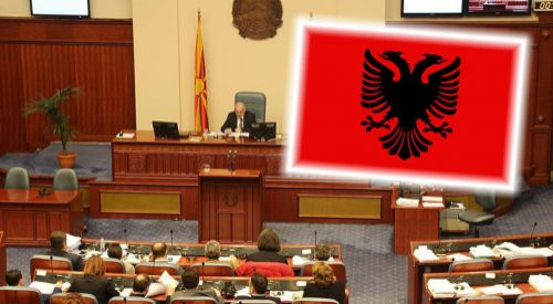 Arnavutça Makedonya'da ikinci resmi dil oldu