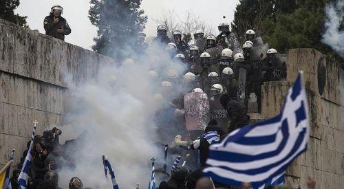 Makedonya sorunu aşırılık ve siyasi bölünmelere neden oluyor