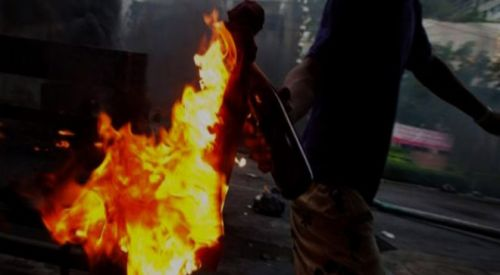 SİRİZA milletvekilinin evine molotoflu saldırı