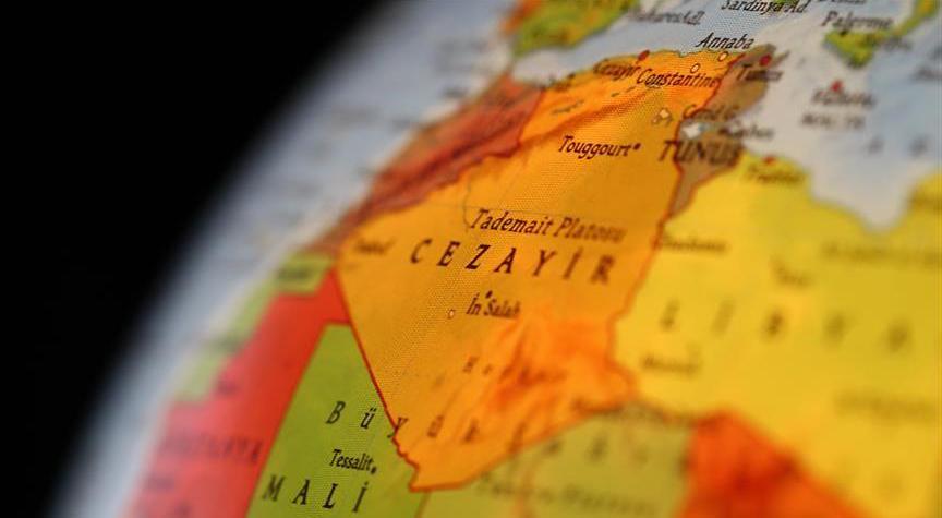 Cezayir, Fransa'dan çöldeki 'nükleer atıklarını' toplamasını istedi