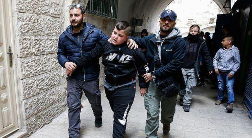 İsrail polisi Kudüs'te Filistinli aileyi zorla evinden çıkardı