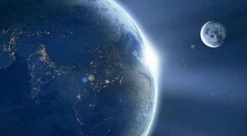 'YouTube Dünya'nın düz olduğu komplo teorisine katkı sunuyor' iddiası