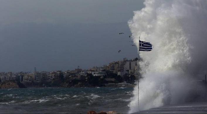 Girit Adası'nda fırtına: 1 ölü