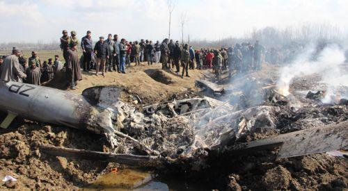 Pakistan ile Hindistan arasındaki gerilim tırmanıyor: Karşılıklı savaş uçakları düşürüldü