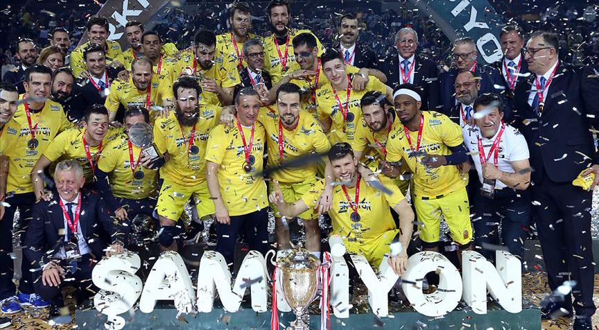 Fenerbahçe Beko Türkiye Kupası şampiyonluğunu kutladı