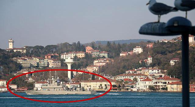 Yunan savaş gemisi İstanbul Boğazı'ndan geçti