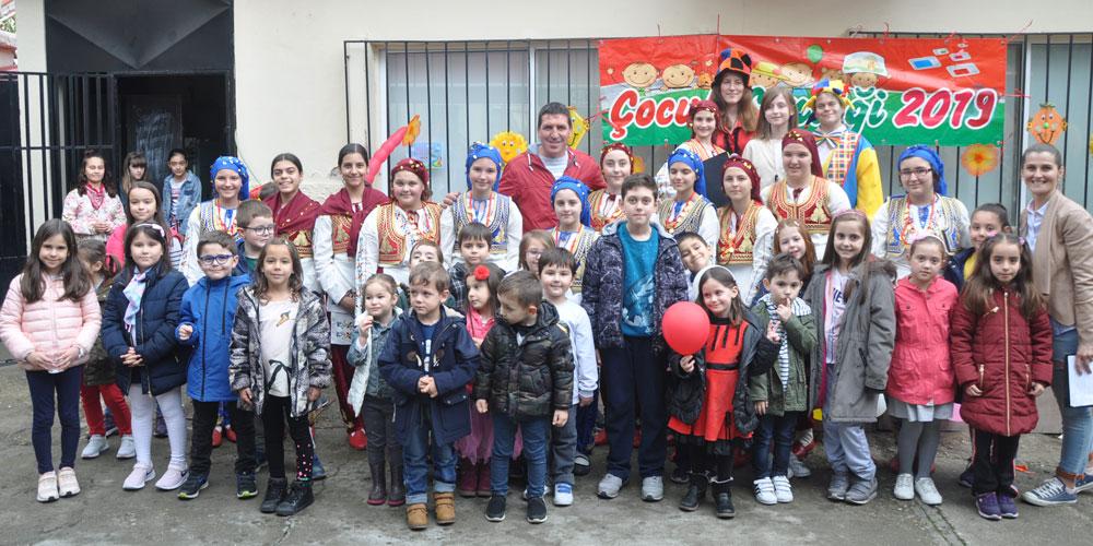 Gümülcine Türk Gençler Birliği bahçesi çocuk sesleriyle inledi