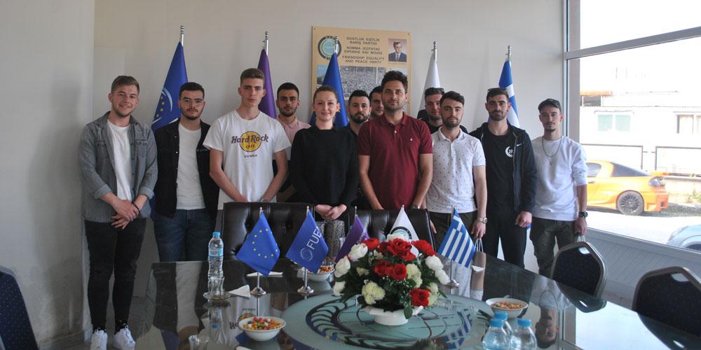 Yassıköylü gençler DEB Partisi'ni ziyaret etti