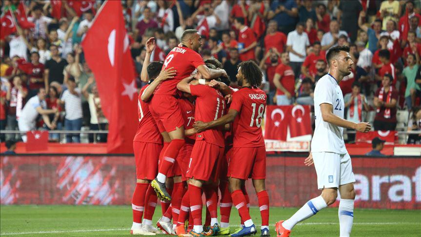 Türkiye Yunanistan'ı 2 golle geçti