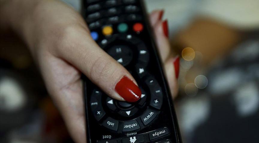 Uzun süre oturarak televizyon izlemeyin