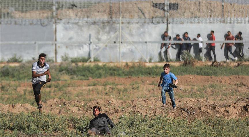 İsrail askerleri Gazze sınırında 49 Filistinliyi yaraladı
