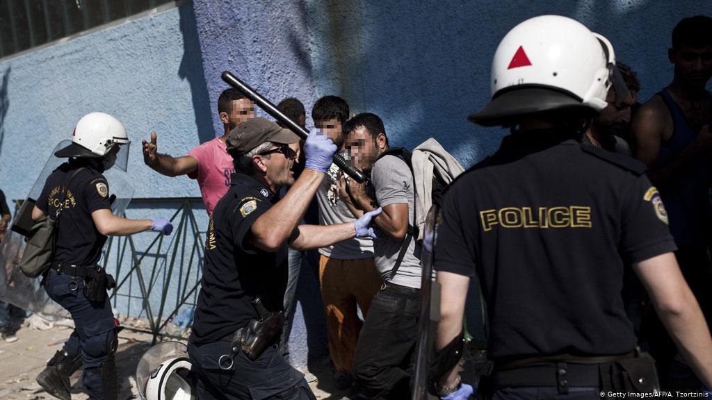 Midilli'de polis ile mülteciler arasında arbede