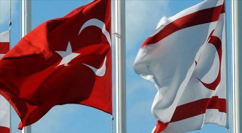 Türk bayrağını çalan Rum'un babası Kıbrıslı Türklerden özür diledi