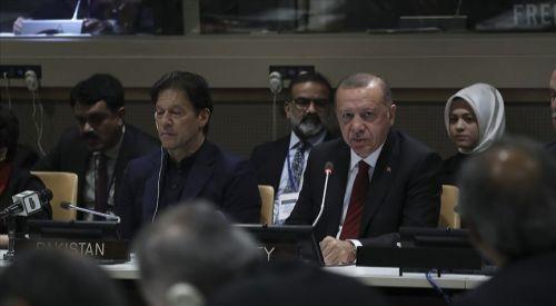 'Barış dini İslam'ı terörle bir araya getirmek çok büyük iftiradır'