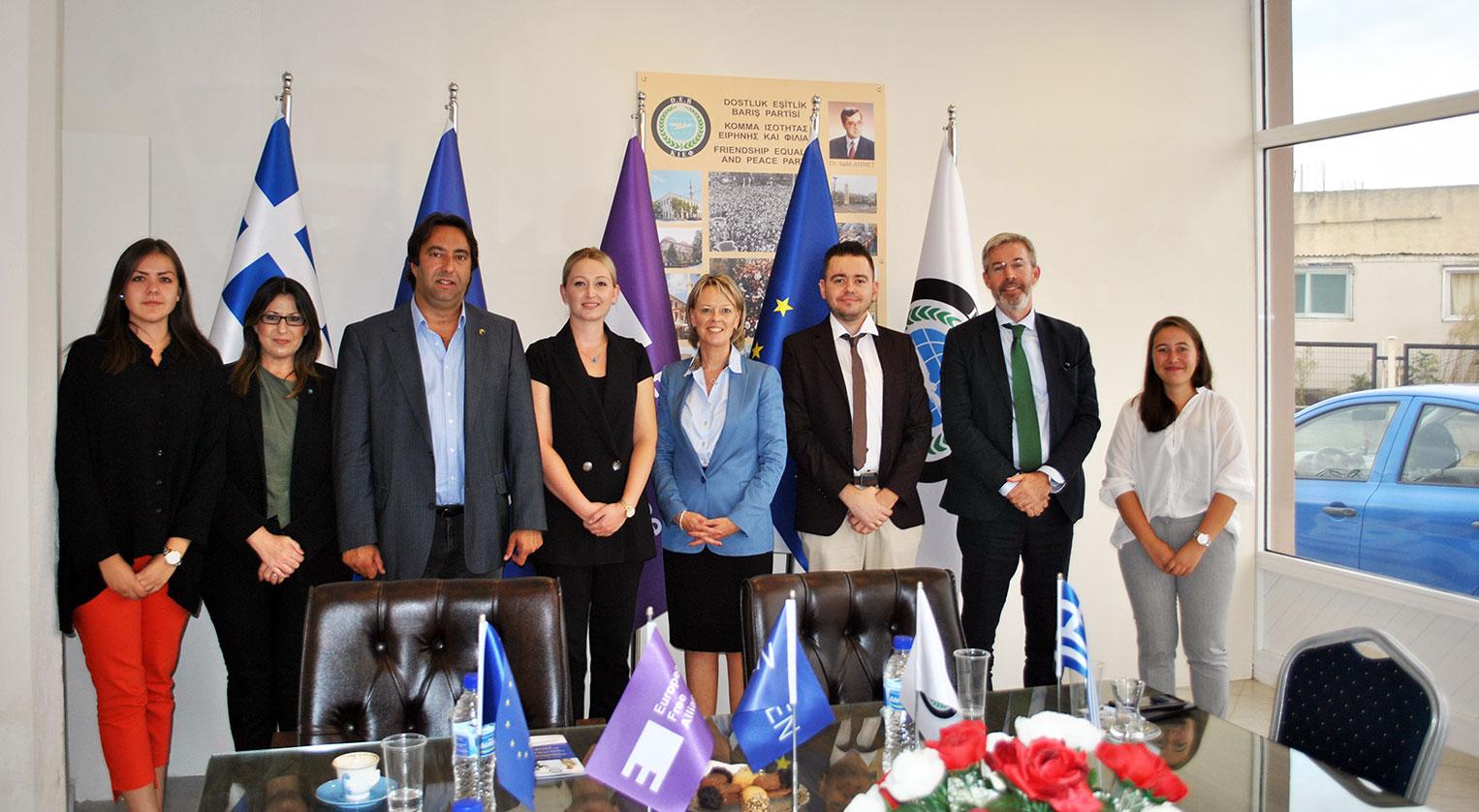 İsveç'in Atina Büyükelçisi Charlotte Sammelin DEB Partisini ziyaret etti