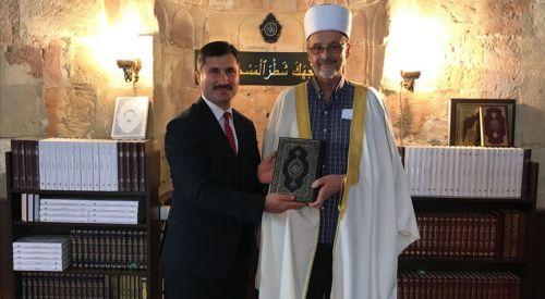 Sırbistan'da cami cemaatine Kur'an'ın Boşnakça meali dağıtıldı