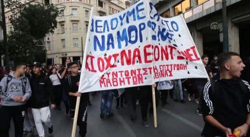 Atina'da lise öğrencilerinden protesto