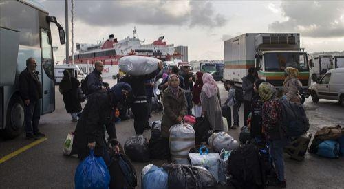 Midilli Adası'ndaki düzensiz göçmenler ana karaya taşınıyor