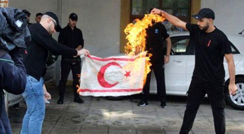 Türkiye, Türk bayrağına yapılan saygısızlığı kınadı