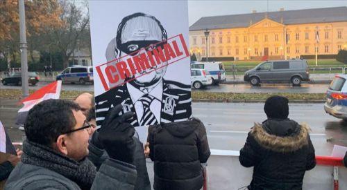 Diktatör Sisi Almanya'da protesto edildi