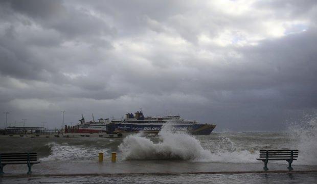 Yunanistan'da kötü hava nedeniyle 1 kişi öldü