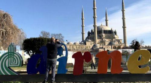 Edirne'de turistler, aralık ayında güneşli havanın tadını çıkardı