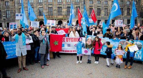 Hollanda'da Doğu Türkistan protestosu