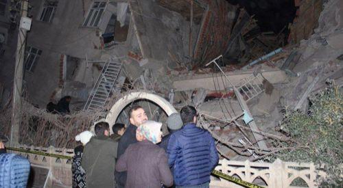 Türkiye'de 6,8'lik deprem: Çok sayıda ölü ve yaralı var