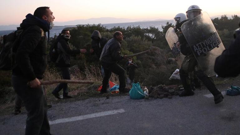 """Midilli'de """"kapalı mülteci kampı"""" kararına itiraz eden vatandaşlar polisle çatıştı"""