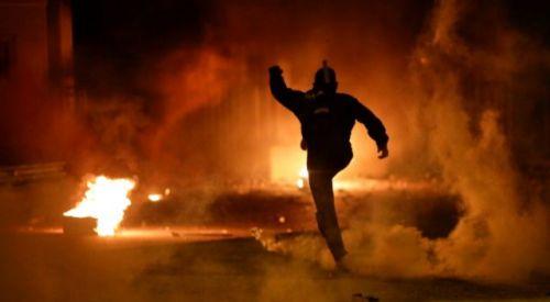 Yeni mülteci kamplarına karşı çıkan protestocular polisle çatıştı