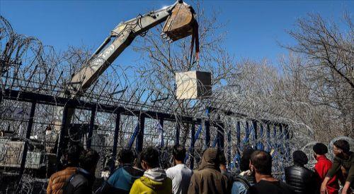 Yunanistan'dan sınır kapısına beton bloklar