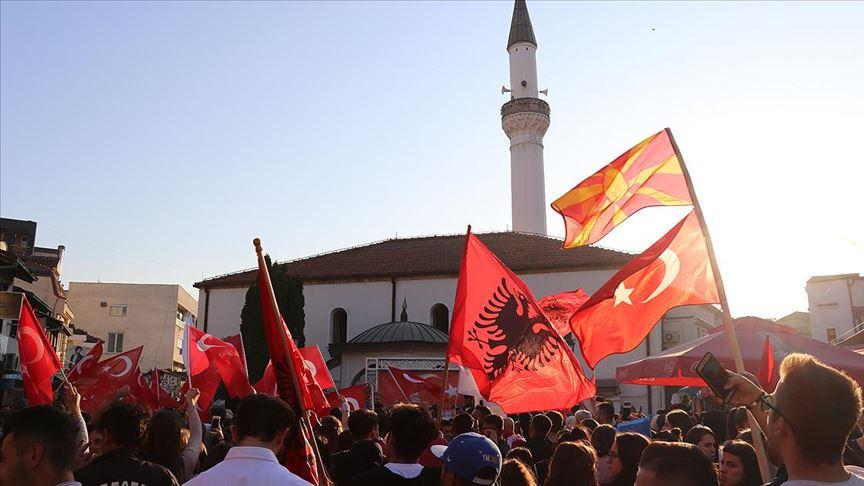 Kuzey Makedonya'daki erken genel seçim Kovid-19 nedeniyle ertelendi