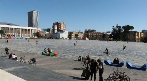 Balkan ülkeleri Kovid-19 tedbirlerini kademeli olarak kaldırıyor