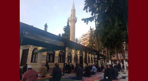 Batı Trakya Müslüman Türkleri tedbirlere uyarak bayram namazını kıldı (FOTO+VİDEO)