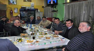 YAHYABEYLİ takımı yönetimi ve futbolcuları yemekte buluştu