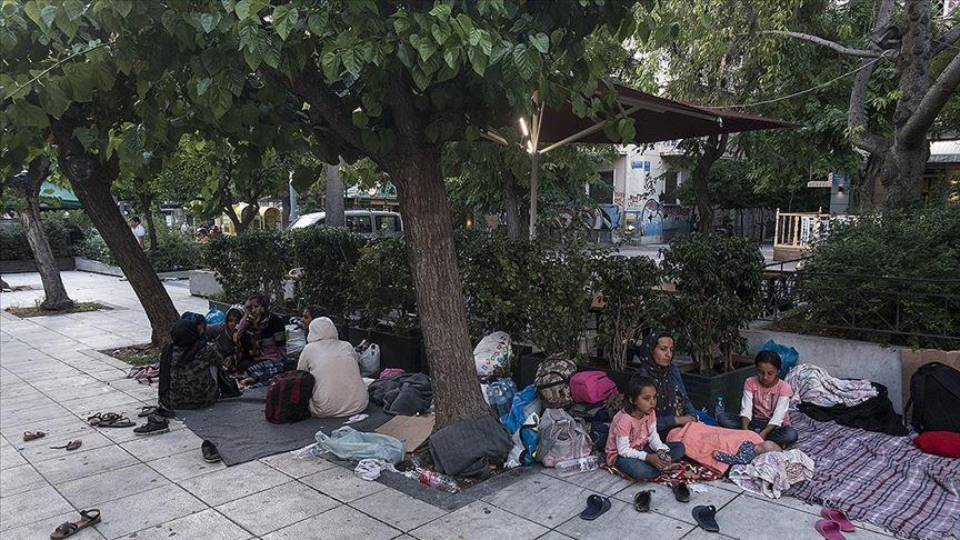 Atina'da mülteciler meydanlarda sabahlıyor