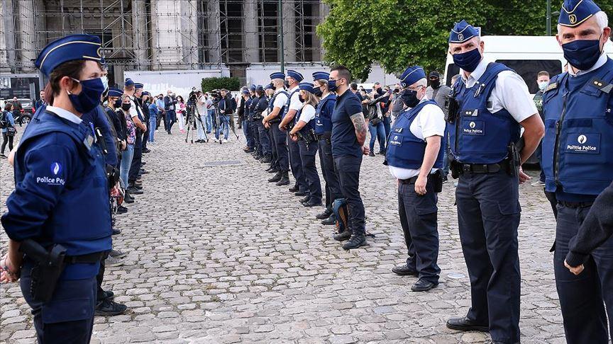 Belçika polisinden 'ırkçılık' suçlamalarına karşı protesto