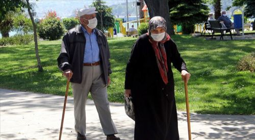 Uzmanından ileri yaştaki vatandaşlara 'yeni normal' uyarısı