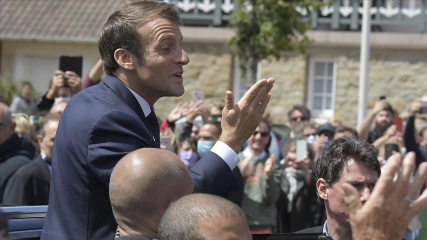 Macron'un partisi ağır yenilgi aldı