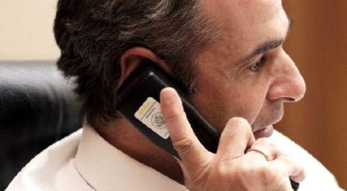 Miçotakis, ABD'li yetkililerin gizlilik amacıyla verdiği cihazı kullandı