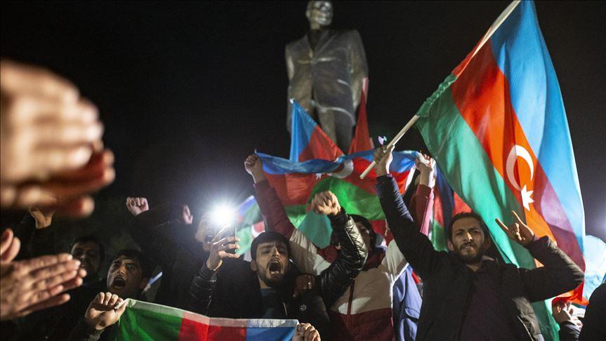Azerbaycanlılar Dağlık Karabağ'da varılan anlaşmayı coşkuyla kutluyor