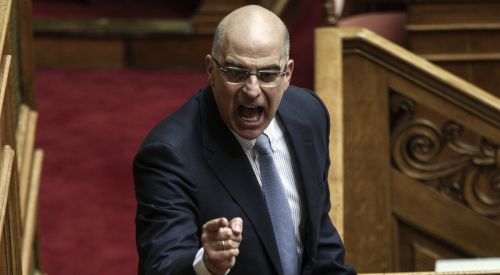Dışişleri Bakanı Nikos Dendias karantinaya girdi