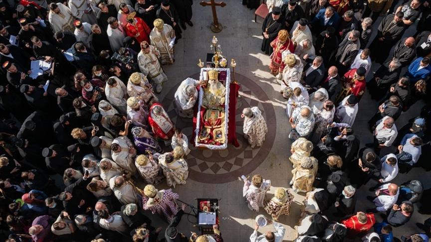 Papazlar salgın tedbirlerine uymamanın bedelini ağır ödedi
